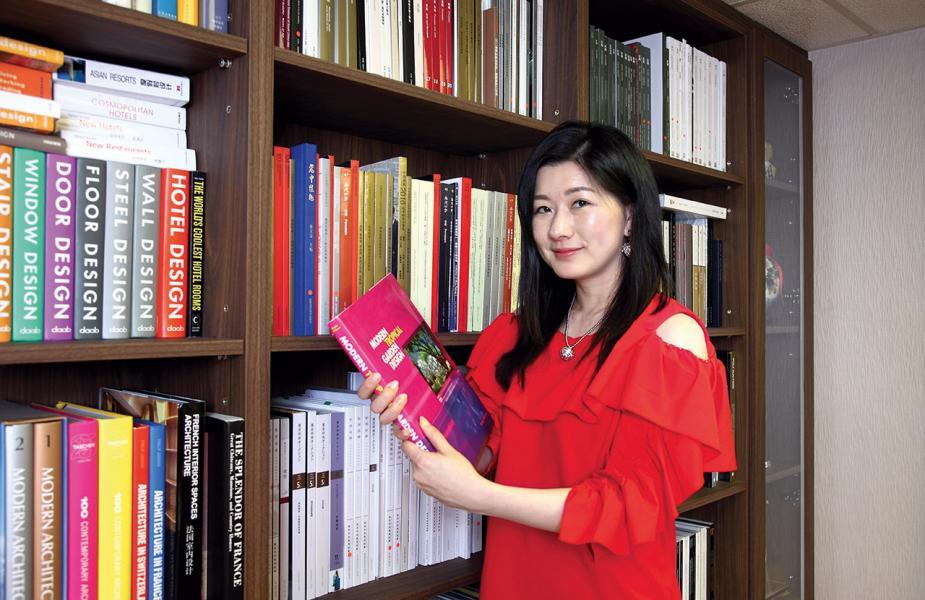 香港舞台劇演員、導演、舞台教育工作者鄭至芝。