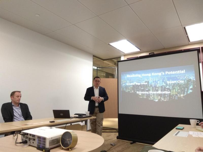 Tableau大中華區銷售總監葉松林講解公司產品特色。