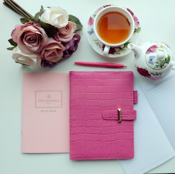 Fiona創立了時尚品牌Feel Inspired,並推出一系列專為商務人士、企業管理層、成功人士而設的文具用品,包括人手製作的筆記簿、日記簿、卡片套、護照套及時尚配件等。