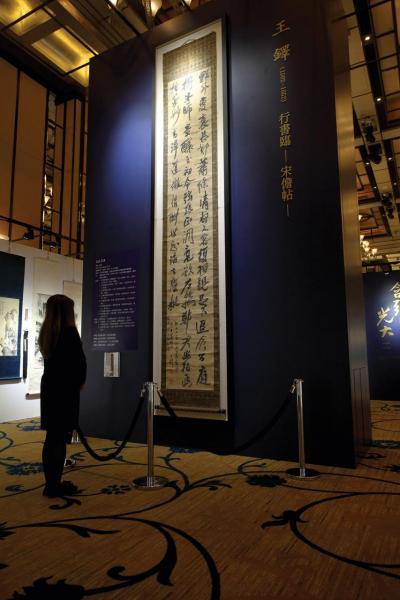 來自和歌山縣書道資料館藏的又一珍品——王鐸行書作品「臨宋儋帖」。
