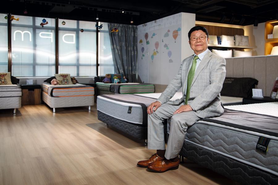 雅芳婷創辦人許章榮近年轉戰高端床褥產品市場。