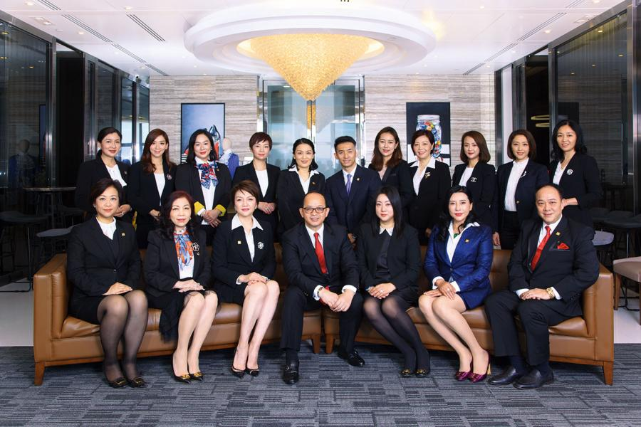 天一團隊區域總監 Mr. James Tseung  (中) 及所有COTs & TOTs