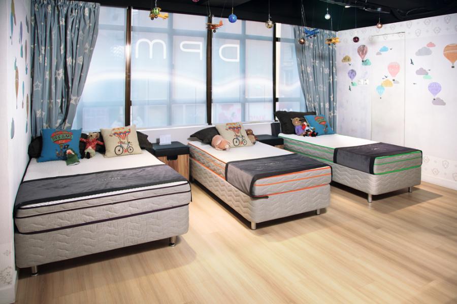 品牌設有兒童系列床褥,產品可按不同成長變化階段的兒童作用調教組件。