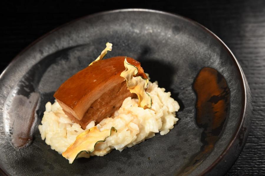 晚市套餐還有這道前菜—「就想黏著你美美的豬腩肉」。