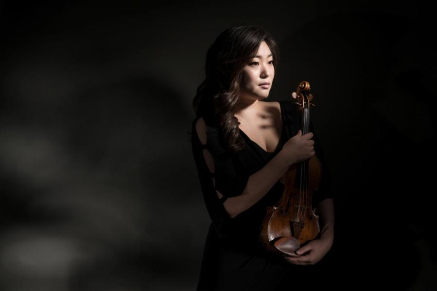 韓國知名小提琴家金秀妍。