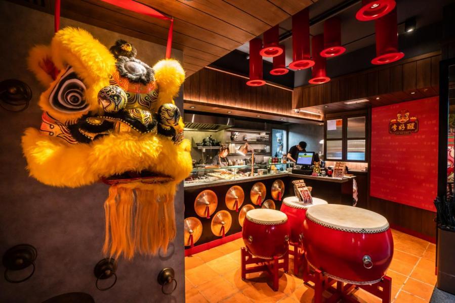 位於中環擺花街8號地下的李好醒港式街頭小食店,店內裝潢以中式經典風格為主。