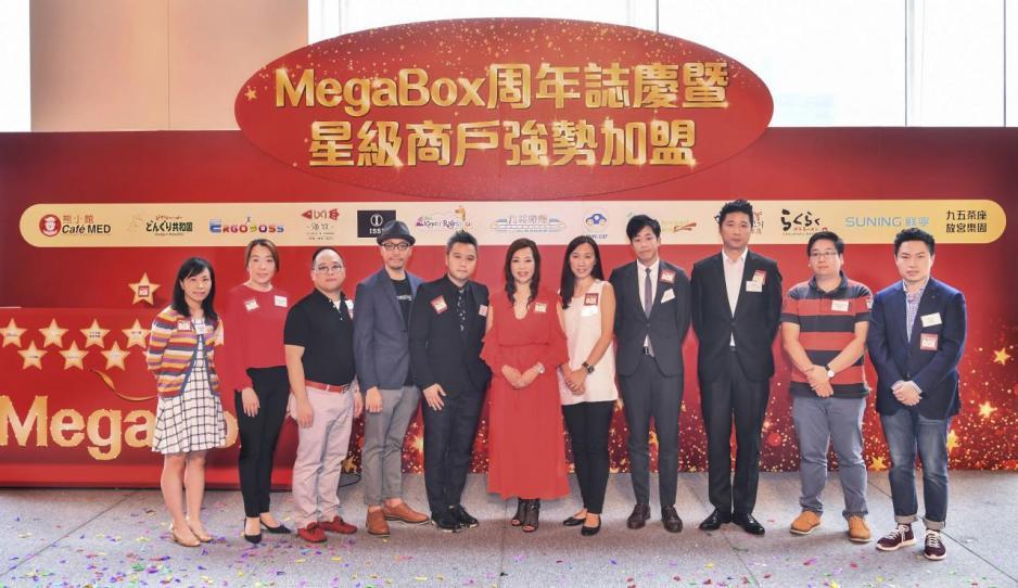 MegaBox總監文靜芝(中)與新加盟商戶代表。