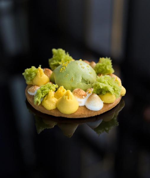 抹茶雪糕配柚子醬、抹茶海綿蛋糕及意式蛋白霜