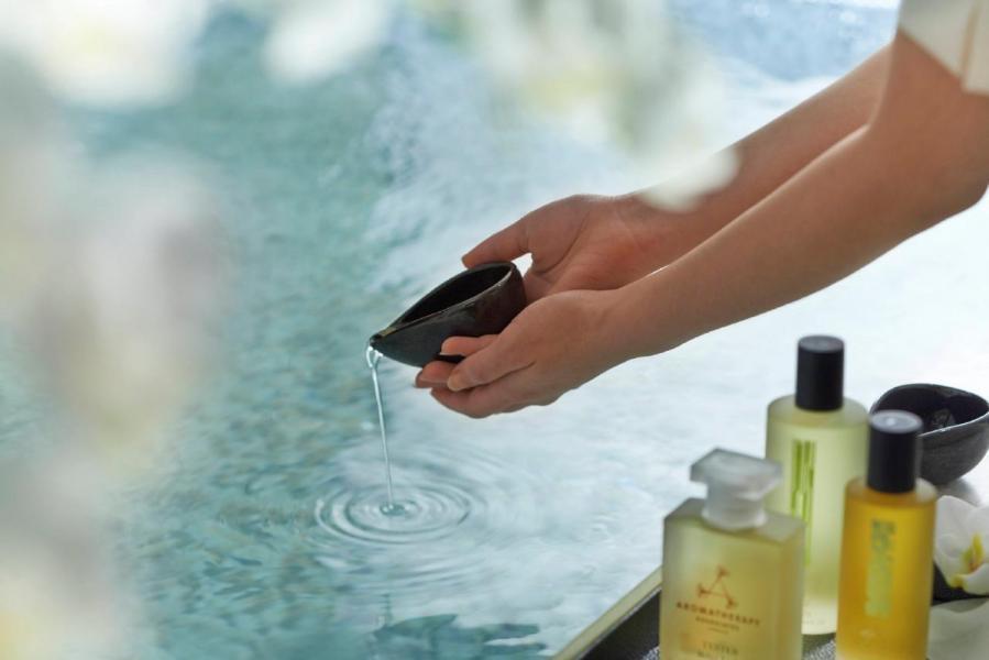 Spa at Mandarin Oriental佔地兩層,設有寬敞的淋浴間、冰泉、水晶蒸氣室、桑拿室等,還有配備氣泡按摩及水流按摩功能的活力池,設備齊全。
