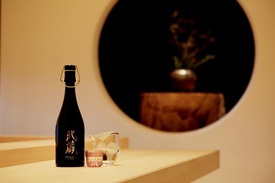 餐廳特選多款清酒以搭配壽司,包括宮城縣新澤釀造店為武藏獨家釀製的清酒。