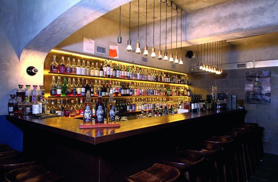 Ginger Whisky Bar位於中上環近半山地段,內部設計深具酒窖氣息。