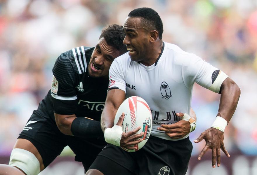 斐濟在世界排名上雖比南非稍低,卻於「香港國際七人欖球賽」的銀盃賽事上擊敗對方,成就三連霸美夢