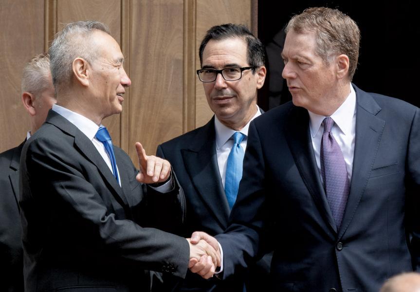 中美貿易談判仍在進行中。圖為國務院副總理劉鶴會見美國財長姆欽一行。
