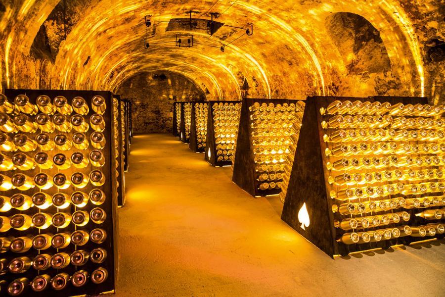 Cattier家族將酒液放在全香檳區最深的地下酒窖進行緩慢陳年。