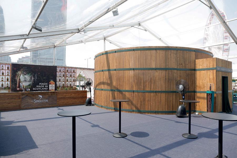 品酒會場的布置連技術斥資近百萬。