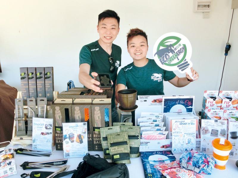 綠行俠共同創辦人何世杰(左)和譚沛楹(右)感謝DBS對社企及環保的支持。