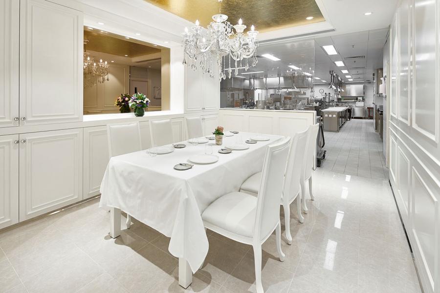在廚房旁特設的Chef's Table,令美食的體驗進一步提升。