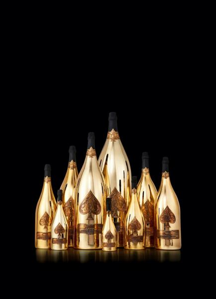 Armand de Brignac在眾多香檳品牌中為最「搶眼」的一瓶。