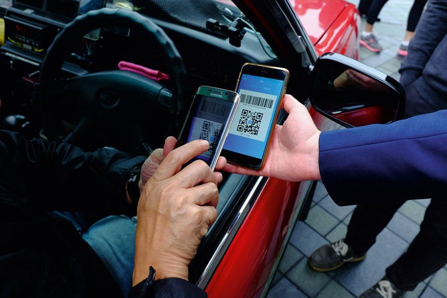 現場實試Valoot的支付應用程式,由司機掃描乘客的QR-code,在數秒之間即可完成付款。