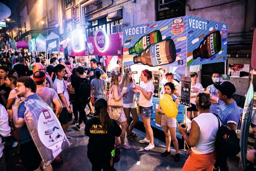「蘭桂坊音樂啤酒節」舉行期間的熱鬧情況。