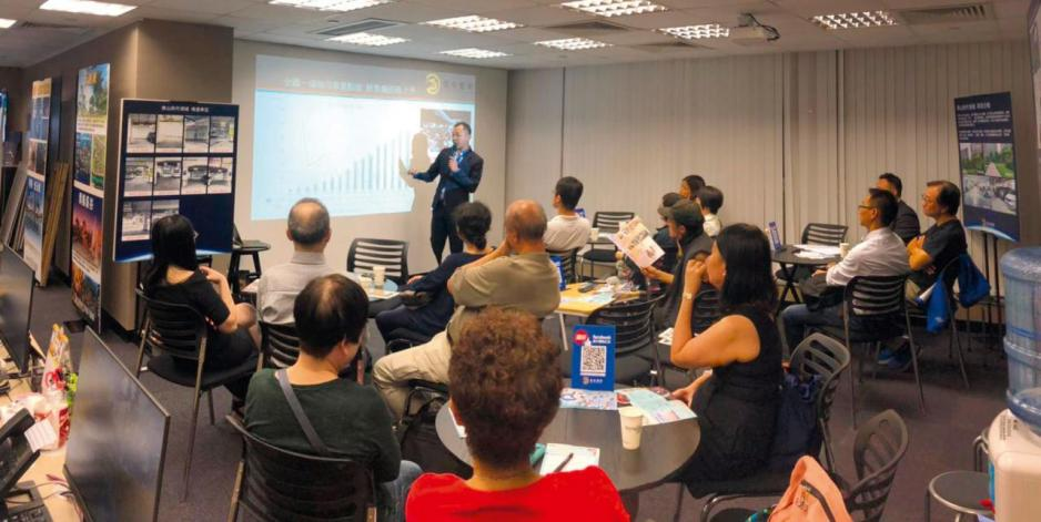 該公司堅持「先求知、後投資」,故定期為客戶舉辦講座及睇樓團。