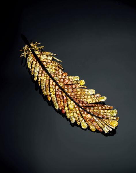 金黃羽飾胸針