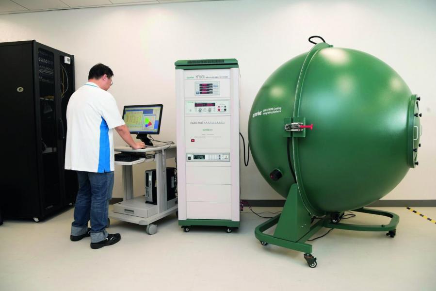 Arrow Open Lab提供發光器材等的測試設備。