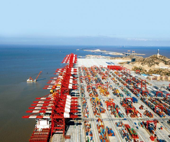 香港在全球航運業的龍頭地位被上海取代。圖為上海洋山港。