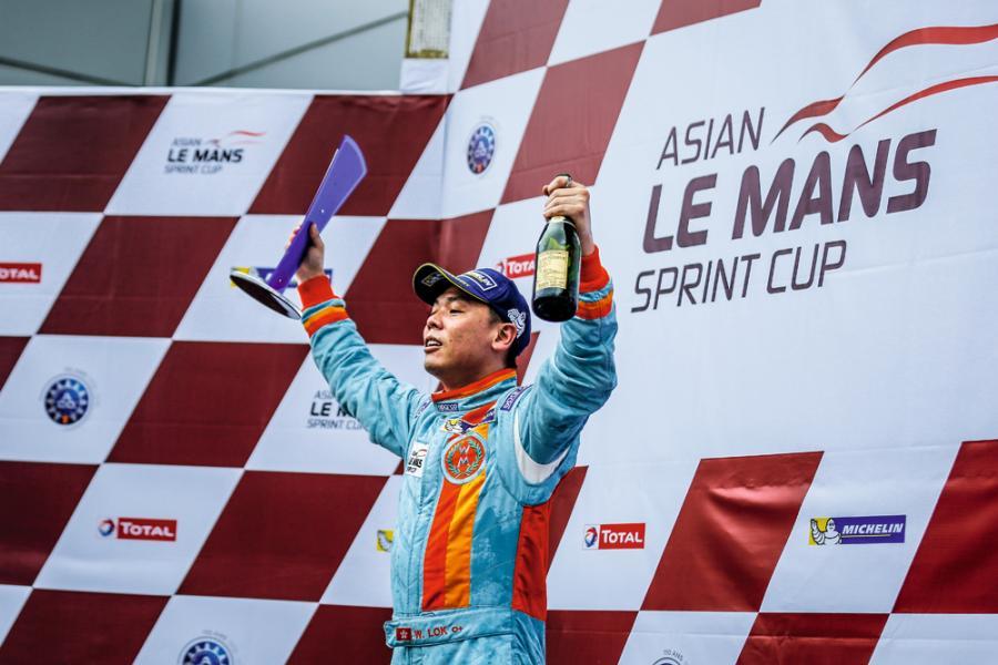 這位昔日「超齡」的賽車手,如今已站在亞洲賽車壇的頂尖位置,超越很多年青賽車手。