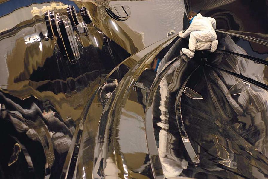 遊艇以復合材料為主的FEA結構設計甚為複雜。