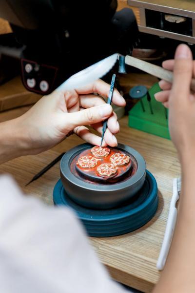 御木本將日本傳統技術與歐洲珠寶製作工藝互相揉合。