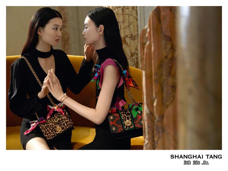模特兒陳瑜和賀聰在2018年春季大秀宣傳片中合作。