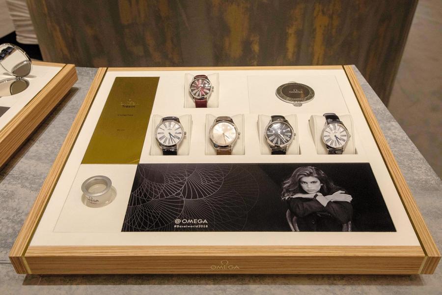 """品牌邀請了Cindy Crawford 的17歲女兒Kaia Gerber出任 """"Tresor""""女性腕錶系列的代言人,以吸納年青客戶。"""