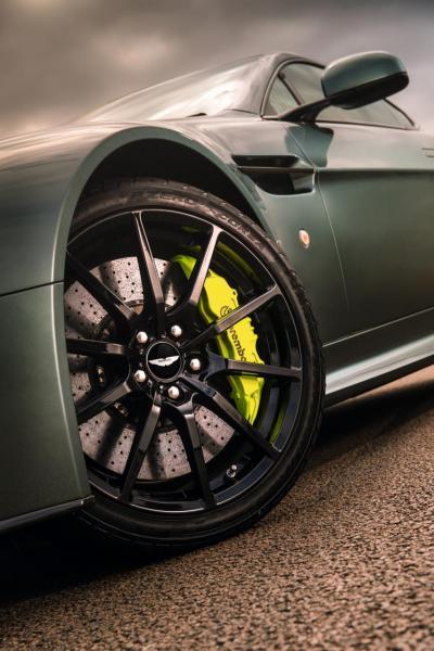 剎車卡鉗與輪圈也有多種配色與形式可搭配。