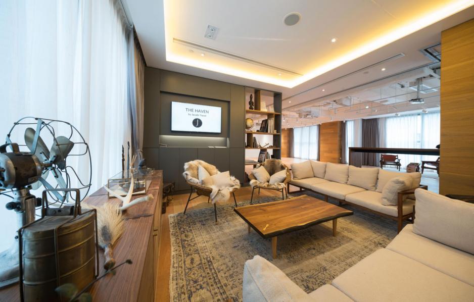 在香港的總部設立Explorer Lounge的貴賓廊。