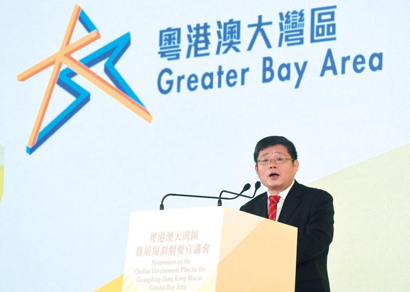 國家發改委地區經濟司司長郭蘭峰介紹《粵港 澳大灣區發展規劃綱要》內容。