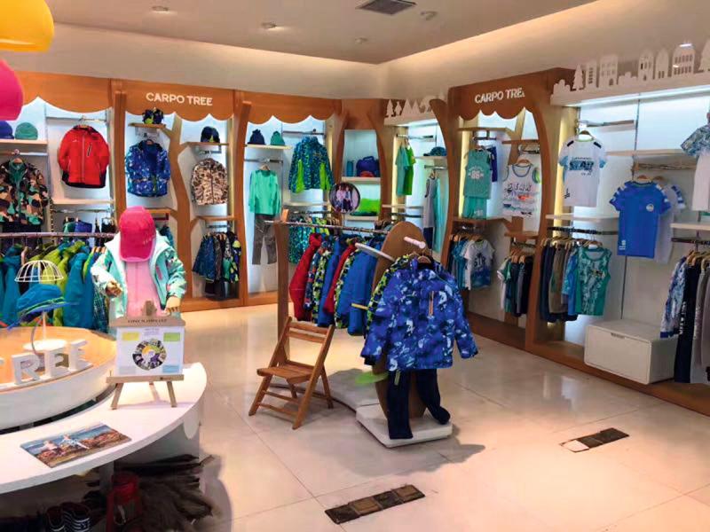 「CARPO TREE」品牌以功能戶外童裝服為主打產品,目標為內地中產家庭客。