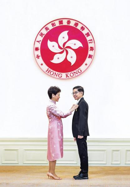 李秀恆2017年獲頒金紫荊星章。