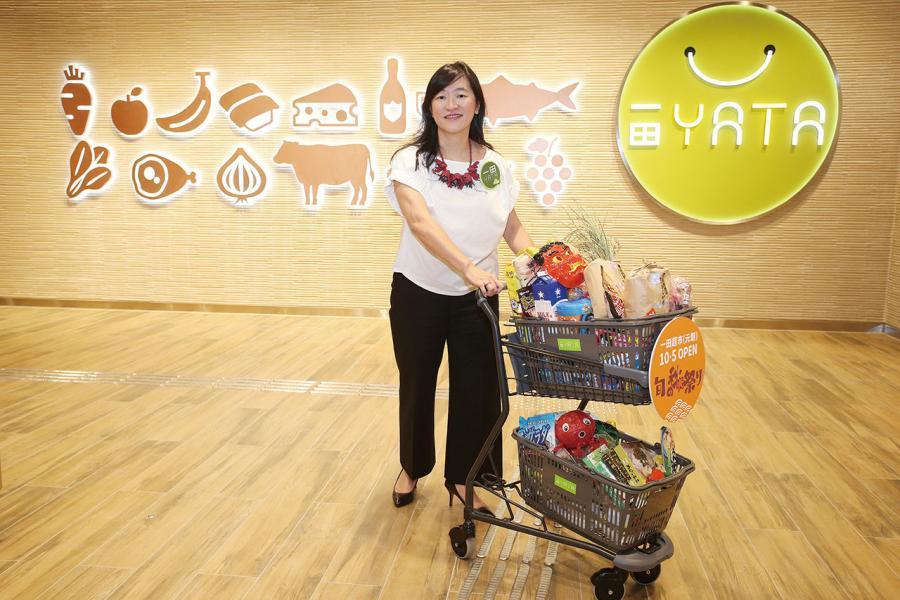 一田百貨行政總裁黃思麗。 (小圖)為元朗形點新店日本和菓子特賣專區
