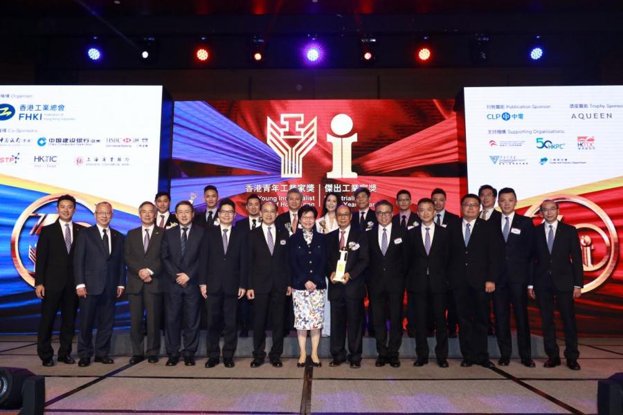 主禮嘉賓和工總領導與一眾得獎者合照。