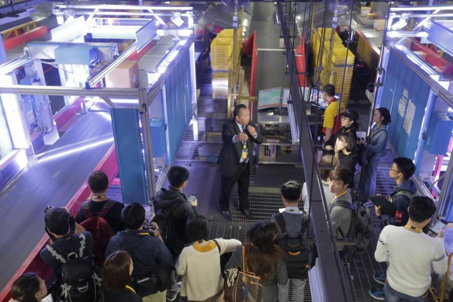 中亞區樞紐中心於擴建後全年總貨運量將提升百分之五十,進一步推動公司的 全球多重樞紐的策略
