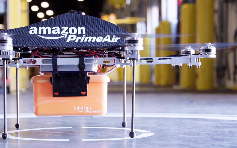 亞馬遜開發無人駕駛飛機,可以在十數分鐘內把小件貨品扔到消費者的住宅花園。