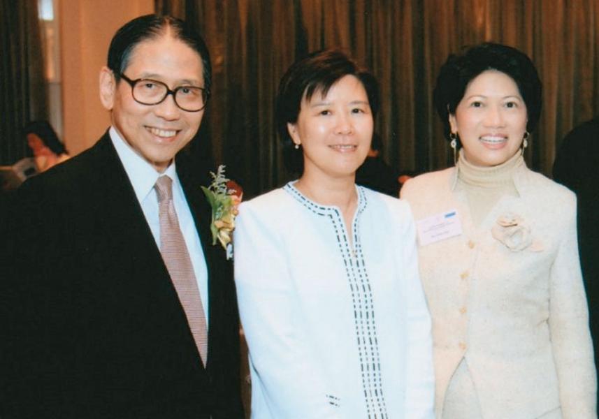 左起:梁智鴻醫生、推薦人葉玉如教授及潘淑嫺。