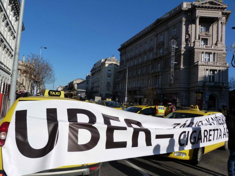 香港的共享經濟發展落後,Uber仍未能合法在港營運。