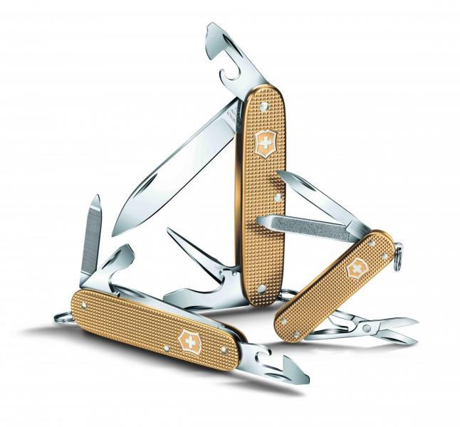Victorinox於今年4月推出香檳金色Classic、Cadet及Pioneer限量版袋裝刀。