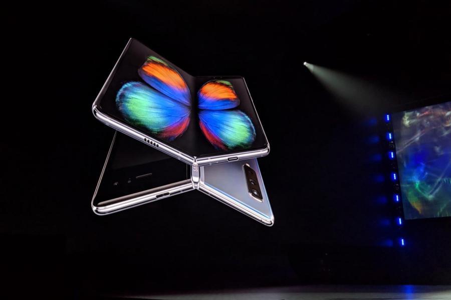 三星的摺屏手機發現嚴重問題,開售無期。