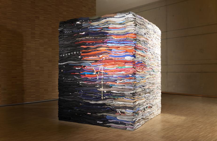 Melander為太古地產藝術月2019特製的藝術裝置,希望喚醒人們對紡織廢料的關注。