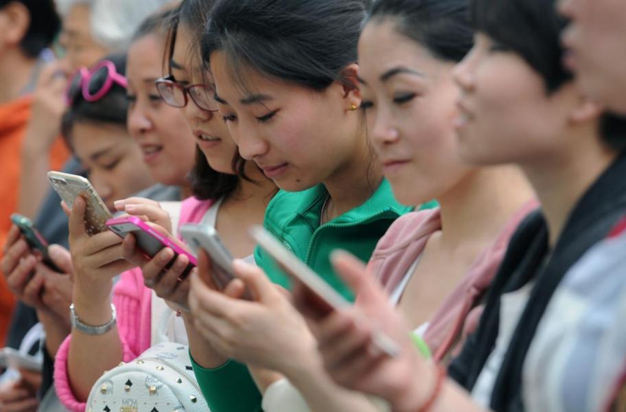 內地年輕人已習慣透過智能電話收看電視劇。