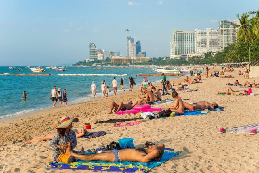 芭堤雅擁有長達3公里的白色狹長沙灘,讓遊客可以進行各項水上活動。