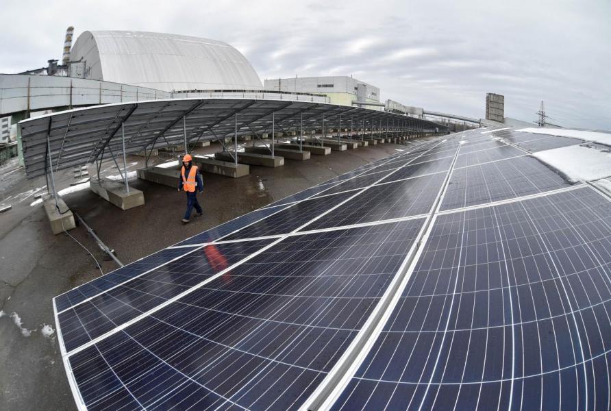 現時香港的太陽能發電系統數量甚少,且多僅作示範用途。